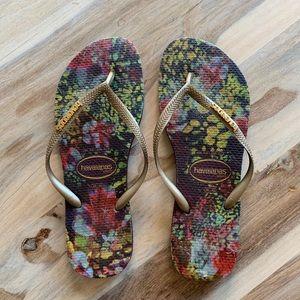 Havaianas Slim Tropical Floral Gold Sandal